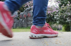 sneakers walking2